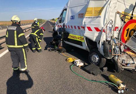 Sucesos.- Un fallecido y un herido tras la colisión de un camión y una furgoneta de mantenimiento en La Roda (Albacete)