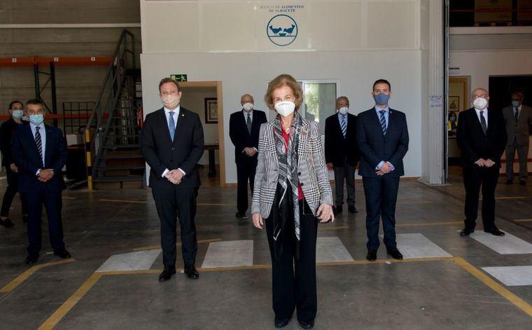 El presidente de la Diputación ensalza 'el ingente compromiso social del Banco de Alimentos' durante la visita de Su Majestad, la Reina Sofía