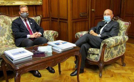 Reunión del alcalde, Vicente Casañ, con el presidente del TSJCLM
