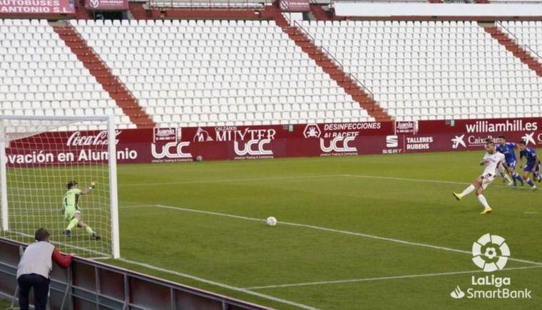 1-1. El Albacete no pudo ganar al Oviedo que jugó más de 30 minutos con 9 hombres menos y falló un penalti. Otro bochorno