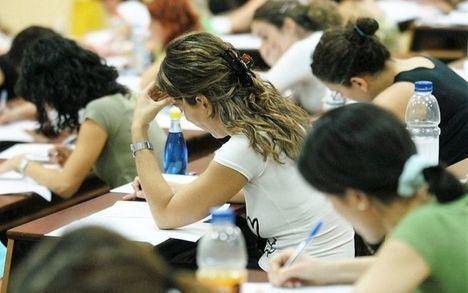 Castilla-La Mancha ampliará la oferta pública de empleo en educación más allá de las 3.000 plazas anunciadas
