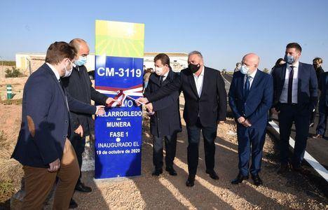 Emiliano García-Page, ha inaugurado junto con el consejero de Fomento, Nacho Hernando, las obras de remodelación del primer tramo de carretera entre Villarrobledo y Munera