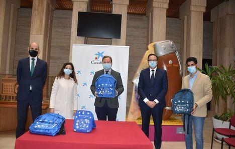 """El Ayuntamiento de Albacete agradece la entrega de 500 kits escolares para menores que viven en hogares vulnerables realizada por la Fundación """"la Caixa"""""""