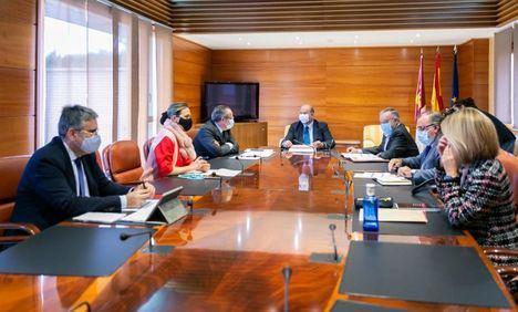 La Junta presenta las grandes líneas del presupuesto 2021 a PSOE y PP, cumpliendo su compromiso de apostar por el diálogo