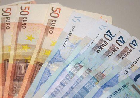 Sucesos.- Una mujer entrega a la Policía 500 euros que encontró en un cajero de Albacete olvidados por otra persona