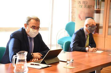 Foto: El consejero de Sanidad de C-LM, Jesús Fernández Sanz, en la reunión de la Comisión de Seguimiento de la pandemia.