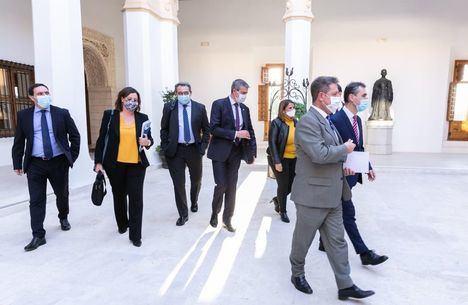 Coronavirus.- Castilla-La Mancha sugiere cerrarse 14 días, retrasar a medianoche el toque de queda y rebajar a 6 los grupos máximos