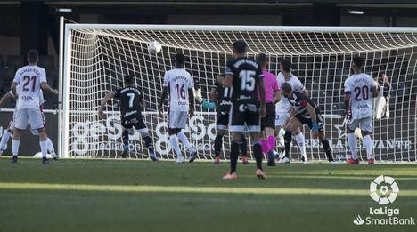 3-1: El Albacete pierde un partido en el que regaló la primera mitad al Cartagena y con dos goles de Rubén Castro