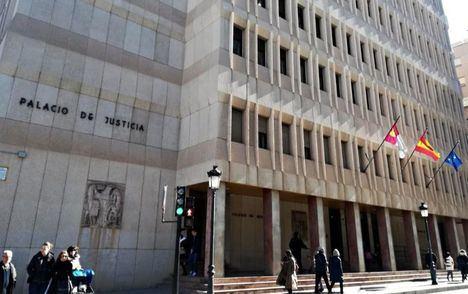 Tribunales-. Piden 3 años de cárcel para el acusado de maltratar y amenazar a su pareja con tirarla por el balcón en Albacete