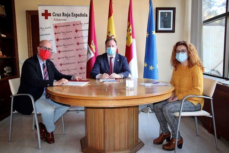 El Ayuntamiento de Albacete reconoce el trabajo de Cruz Roja y su voluntariado en la ciudad con la firma de un convenio de colaboración por importe de 50.000 euros