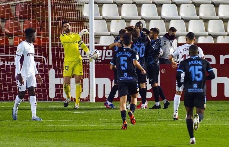1-2. Un gol de Cuenca a balón parado certifica el triunfo del Almería sobre el Albacete
