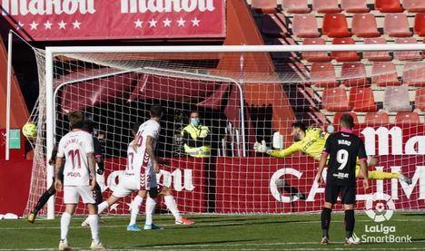 0-2. El Albacete, lejos de mejorar, es colista de segunda y su entrenador puede ser cesado en cualquier momento