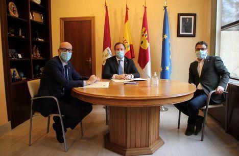 El Corte Inglés cumple una década de colaboración para hacer posible el alumbrado navideño de la Avenida de España