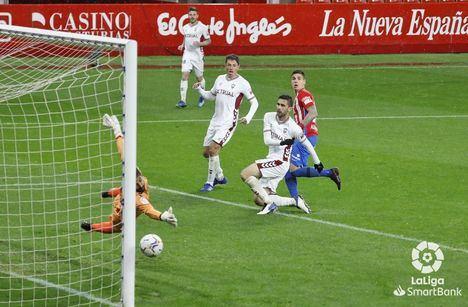 0-0.- El Albacete suma un punto en Gijón, pero no experimenta mejoría en su juego