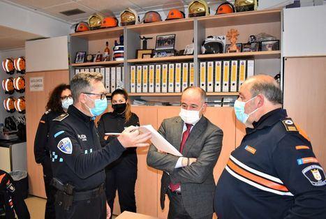 Emilio Sáez valora y reconoce la vocación y contribución de las personas que forman parte de la Agrupación de Protección Civil de Albacete
