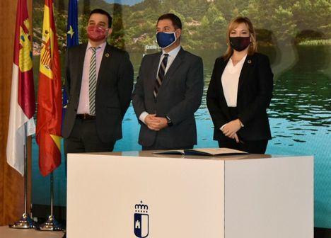 La vicepresidenta de la Diputación de Albacete y consejera delegada del ITAP, suscribe el Acuerdo en Defensa del Agua de CastillaLa Mancha
