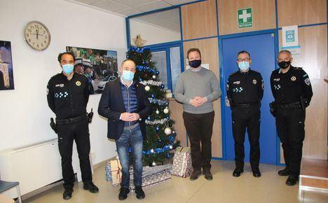 El Equipo de Gobierno del Ayuntamiento de Albacete visita a los equipos de Policía Local, Servicio contra Incendios y Protección Civil para interesarse por el dispositivo de Navidad