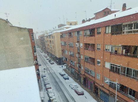 Una copiosa nevada está cayendo en Albacete desde las 10,35 horas