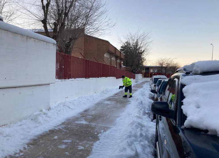 El dispositivo de limpieza viaria centró su esfuerzo en abrir caminos para facilitar el acceso a los 70 centros educativos de Albacete