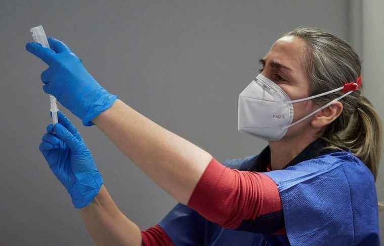 Coronavirus.- Page avanza que tras rematar las vacunas de profesionales sanitarios Castilla-La Mancha administrará dosis a personal docente