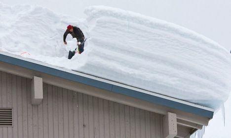 Sucesos.- Herido un trabajador tras precipitarse cinco metros cuando quitaba nieve del tejado de un taller de Chinchilla