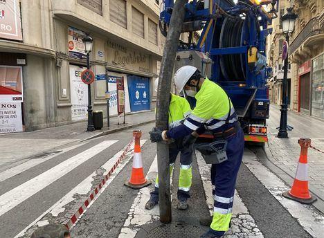 Albacete refuerza la limpieza de su saneamiento y pide revisar los sumideros en viviendas y edificios ante las lluvias