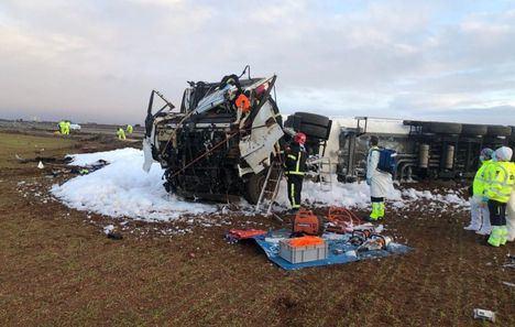 Bomberos del SEPEI de la Diputación de Albacete actúan en el accidente en el que un camionero resulta herido