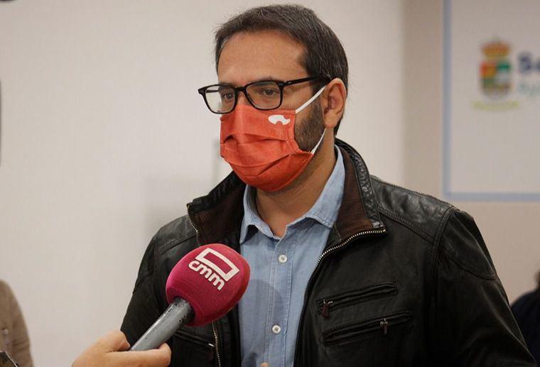 El PSOE reprocha a Núñez que apoye la vacunación de algunos políticos y PP Ciudad Real la critique en directivos sanitarios