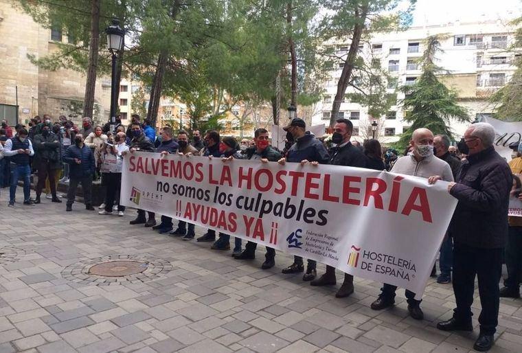 Hosteleros de Toledo y Albacete protestan por el cierre de sus negocios y reclaman ayudas directas