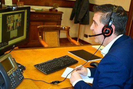 El presidente de la Diputación de Albacete y representantes de la Fundación Campollano hacen frente común en pro del 'Corredor del Quijote'