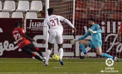 0-1. El Mallorca gana con un gol afortunado de Amath a un Albacete que, con diez desde el minuto 36, falló un penalti a cuatro del final