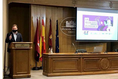 El alcalde, Vicente Casañ, destaca el valor de medir los avances en igualdad en el entorno laboral para mejorar la competitividad empresarial