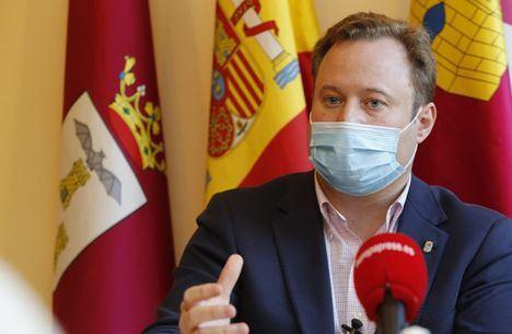 El alcalde de Albacete, de Ciudadanos, contrató irregularmente con su propia empresa ocultando ser accionista, según El Mundo