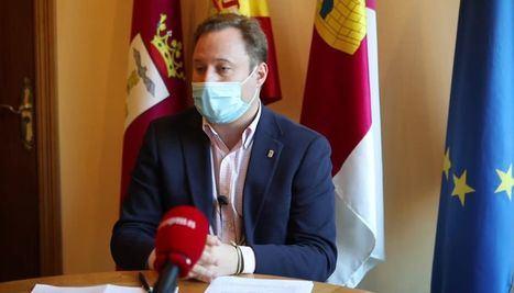 Vicente Casañ ofrece explicaciones a los portavoces en el Ayuntamiento de Albacete para informar de su situación tras presunta contratación irregular de su empresa