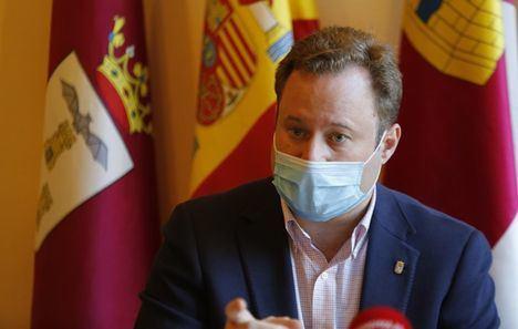 Unidas Podemos y Vox aceptan las explicaciones de Vicente Casañ sobre su presunta contratación irregular y el PP pide más aclaraciones