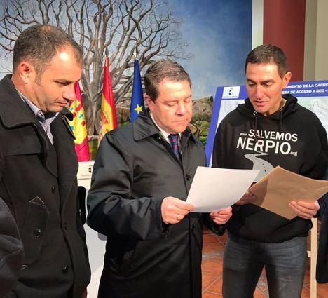 García-Page inaugura el Centro de Salud de Nerpio y preside la firma de un convenio con la Diputación de Albacete en materia de carreteras