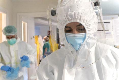 Coronavirus.- Castilla-La Mancha rebaja los nuevos casos a 135, reporta 2 muertes menos y vuelve a datos de agosto en ocupación hospitalaria