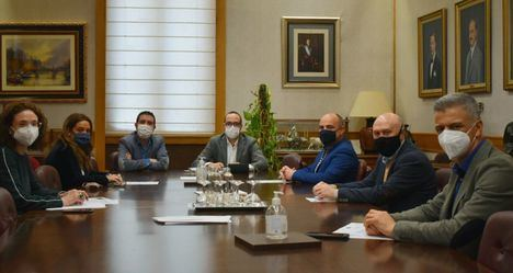 Diputación y FECOM de Albacete se emplazan a trabajar de la mano para optimizar el apoyo de la institución a la parte más damnificada del sector a raíz de la pandemia