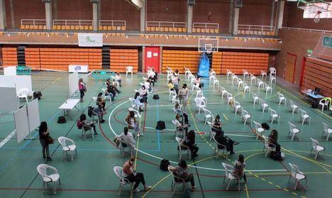 Cerca de 15.000 profesionales del ámbito docente de Castilla-La Mancha han recibido ya la primera dosis de la vacuna contra el COVID
