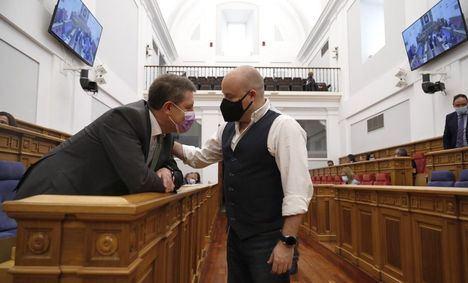 Alejandro Ruiz pide dignificar la profesión en su despedida de las Cortes: