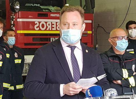 Una mujer se incorpora por primera vez al cuerpo de bomberos de Albacete junto a otros 15 nuevos compañeros