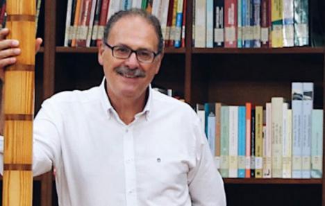 'Como una estrella fugaz', la primera novela del ex portavoz socialista Antonio Martínez