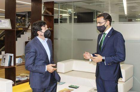 Globalcaja y FEDA afianzan su colaboración para impulsar actividades de fortalecimiento del sector empresarial.