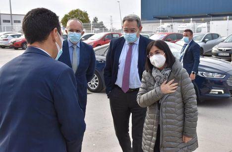 Coronavirus.- Fernández Sanz recepciona junto a Darias parte de las 127.000 vacunas de Pfizer que Castilla-La Mancha recibirá esta semana