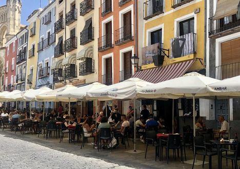 La hostelería centra un día más el cruce dialéctico PP-PSOE: Núñez cree que Castilla-La Mmancha 'imita a Ayuso' y Mora 'lo ve absurdo'