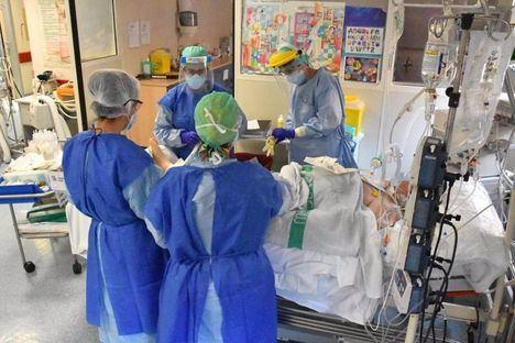 Coronavirus.- Castilla-La Mancha registra 451 nuevos casos, 351 ingresados en cama convencional, 69 en UCI y 12 fallecidos