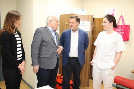 El alcalde agradece a la AECC la gran labor diaria que realiza en Albacete a favor de la prevención, sensibilización social e investigación oncológica