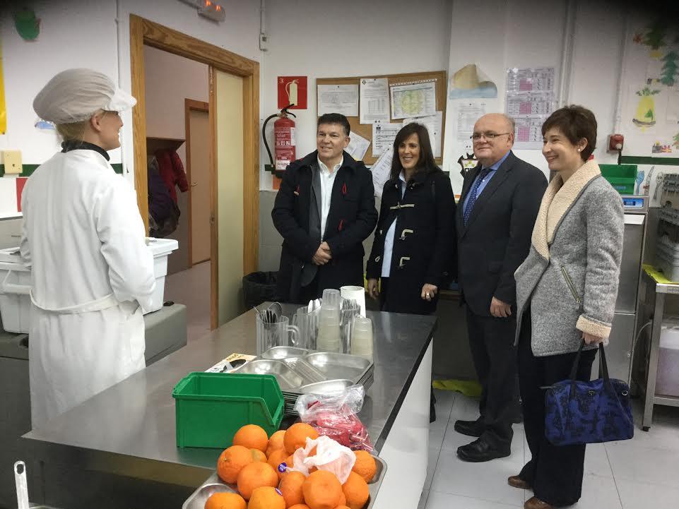 El gobierno regional abre 12 comedores escolares en verano for Empresas comedores escolares