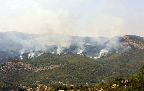 En total son 58 medios, con 373 personas los que se luchan contra las llamas. De los que tres son medios de coordinación, dos medios de extinción y aéreos 53 de extinción terrestre.