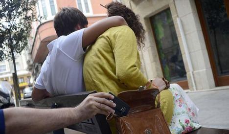 La Policía recomienda no dejar nunca el bolso abierto y fuera del alcance de la vista.